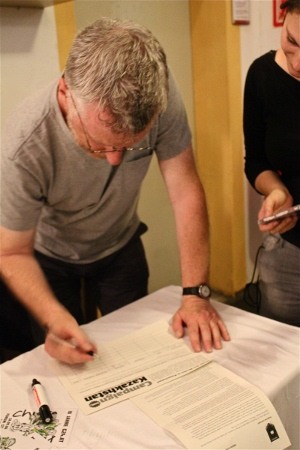 Billy_Bragg_signing_Campaign_Kazakhstan_Petition